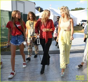 rita-ora-gets-support-from-kate-moss-at-house-festival-2018-06.jpg