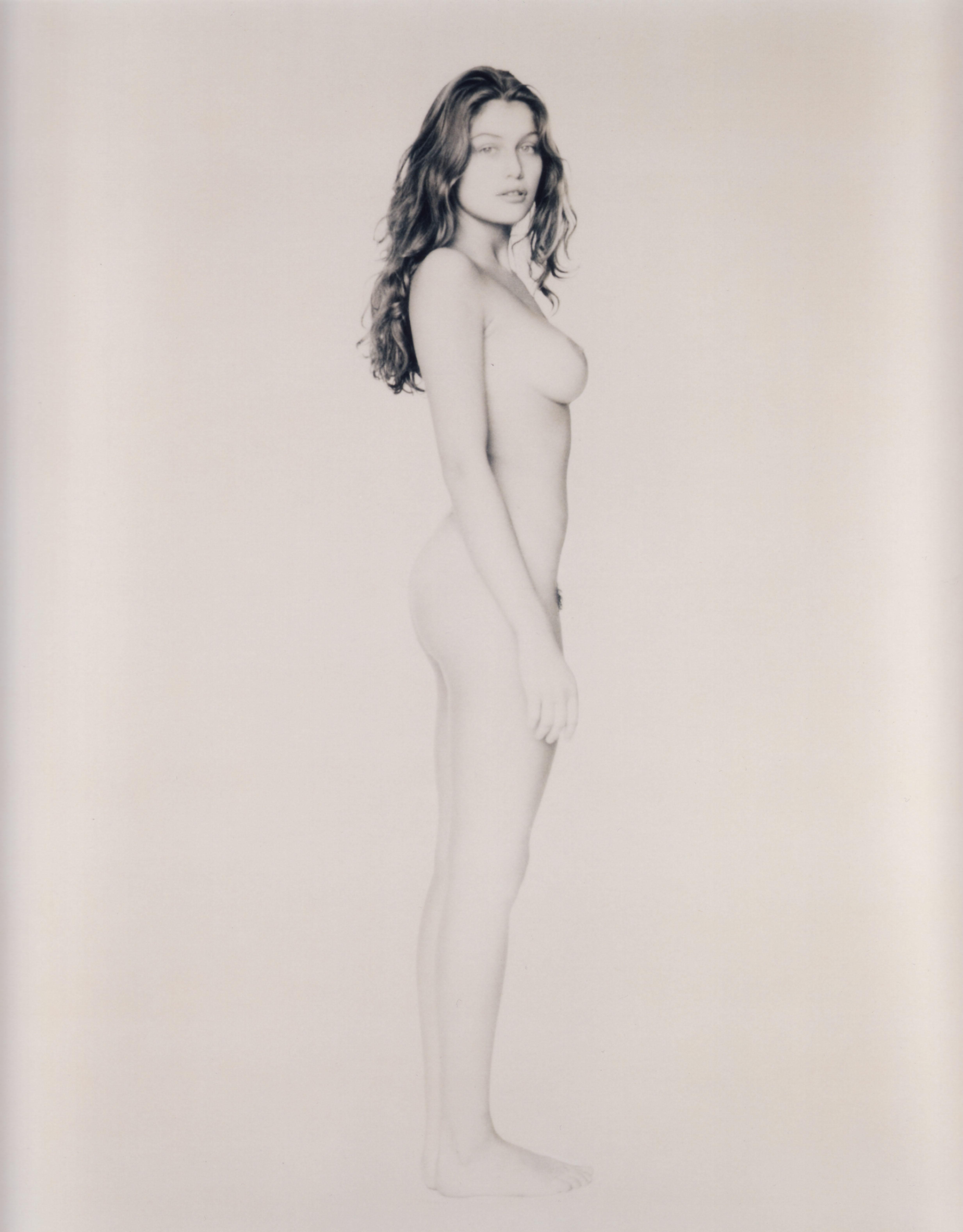 Latetia casta nude
