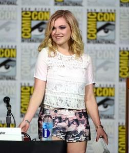 Eliza-Taylor-Cotter (4).jpg
