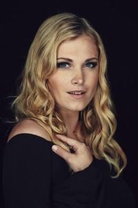 kinopoisk.ru-Eliza-Taylor-2452351.jpg