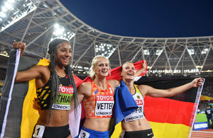 Carolin-Schafer--Celebrates-silver-medal-of-the-hepathlon-at-2017-IAAF-World-Championships--03.jpg