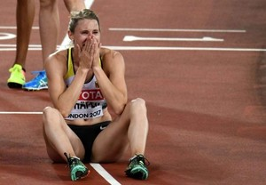 Carolin-Schafer--Celebrates-silver-medal-of-the-hepathlon-at-2017-IAAF-World-Championships--32-662x459.jpg