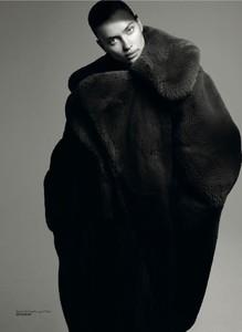 Irina-Shayk-Vogue-Turkey-Cover-Photoshoot04.thumb.jpg.e961584ee80a9d903fd99a03c9ca3def.jpg
