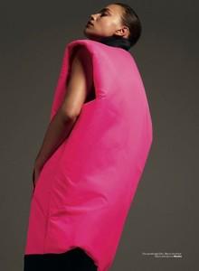 Irina-Shayk-Vogue-Turkey-Cover-Photoshoot06.thumb.jpg.6091a9af9eddad7351995f0aea91b571.jpg