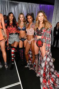 Jasmine+Tookes+2018+Victoria+Secret+Fashion+N6a6ptWG5pNx.jpg