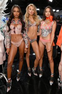 Jasmine+Tookes+2018+Victoria+Secret+Fashion+j-lkQehqKe_x.jpg