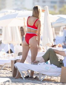 Eugenie-Bouchard-in-Red-Bikini-2018--09-662x856.jpg
