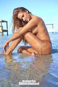 Haley-Kalil-Sports-Illustrated-Swimsuit-Issue-Photoshoot-2018-08.jpg