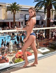 Haley-Kalil_-SI-Swimsuit-Model-Search-Winners-Announcement--02-662x864.jpg