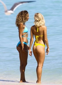 Selena-Weber-and-J-Lynne_-Bikini-Pphotoshoot-2017--21-662x907.jpg