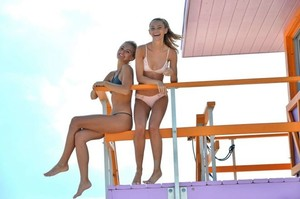 Selena-Weber-and-Lauren-Ashley-in-Bikini-2017--21-662x441.jpg