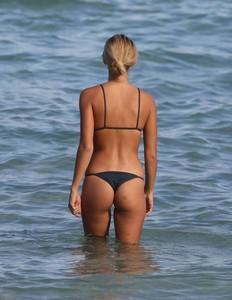 Selena-Weber-in-Bikini-2017--08-662x855.jpg
