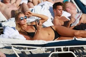 Selena-Weber-in-Black-Bikini--06-662x441.jpg