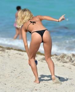Selena-Weber-in-Black-Bikini--08-662x809.jpg