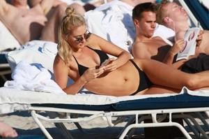 Selena-Weber-in-Black-Bikini--14-662x441.jpg