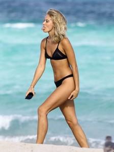 Selena-Weber-in-Black-Bikini-2016--02-662x883.jpg