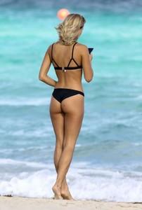 Selena-Weber-in-Black-Bikini-2016--22-662x979.jpg