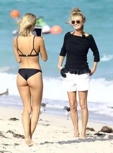 Selena-Weber-in-Black-Bikini-2016--27-662x897.jpg