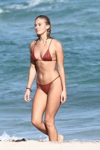 Selena-Weber-in-Red-Bikini-2018--03-662x993.jpg
