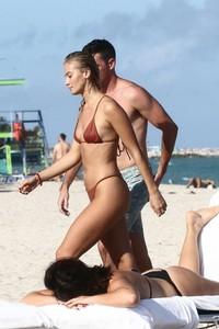 Selena-Weber-in-Red-Bikini-2018--12-662x993.jpg