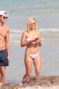 Selena-Weber-in-White-Bikini-2017--07-662x993.jpg