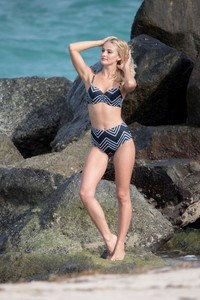 Selena-Weber_-Bikini-Photoshoot-2016--36-662x993.jpg