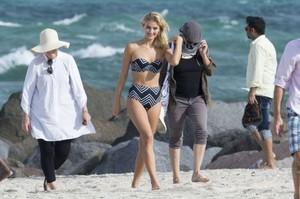 Selena-Weber_-Bikini-Photoshoot-2016--72-662x441.jpg