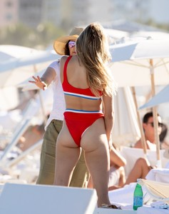 eugenie-bouchard-in-bikini-on-the-beach-in-miami-11-12-2018-11.jpg
