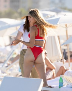 eugenie-bouchard-in-bikini-on-the-beach-in-miami-11-12-2018-12.jpg