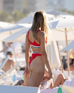 eugenie-bouchard-in-bikini-on-the-beach-in-miami-11-12-2018-13.jpg
