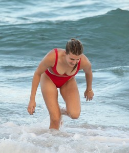 eugenie-bouchard-in-bikini-on-the-beach-in-miami-11-12-2018-15.jpg