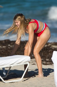 eugenie-bouchard-in-bikini-on-the-beach-in-miami-11-12-2018-8.jpg