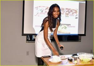 jasmine-tookes-hosts-pizza-making-class-in-nyc-05.jpg