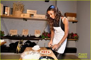 jasmine-tookes-hosts-pizza-making-class-in-nyc-08.jpg