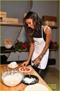 jasmine-tookes-hosts-pizza-making-class-in-nyc-10.jpg