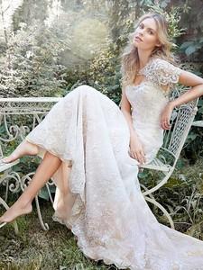 unkMaggie-Sottero-Wedding-Dress-Daphne-5HS159-front.jpg.358e96d1183fca2ca74a79cf5ec7d907.thumb.jpg.1817810bd251e0e48053e164396ba5b1.jpg