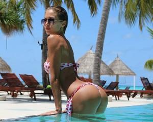 women-model-sunglasses-ass-swimming-pool-wet-hair-310917-wallhere_com.thumb.jpg.9ff64a79f20b23ccca0b7f7583eac8d4.jpg