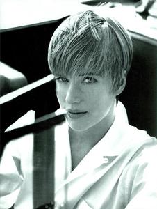 Le_Goudes_Vogue_Italia_June_1990_02.thumb.png.6f1dd34822beae05fc9af382078f63d4.png