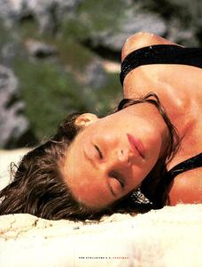 McKinley_Vogue_Italia_June_1989_03.thumb.png.e121a8981319d13da37061469dbf3f3c.png