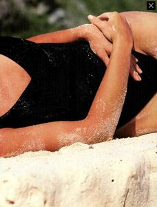 McKinley_Vogue_Italia_June_1989_04.thumb.png.f56f10ed607c33895706422e9985b4c4.png