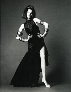 Saikusa_Vogue_Italia_December_1993_08.thumb.jpg.1205d188843ae2d0113f486eefaaae37.jpg