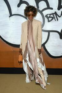Naomi+Campbell+Louis+Vuitton+Front+Row+Paris+RYOW-kwjP-Mx.jpg