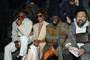 Naomi+Campbell+Louis+Vuitton+Front+Row+Paris+4M-jn0rG4hZx.jpg