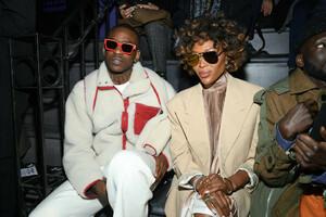 Naomi+Campbell+Louis+Vuitton+Front+Row+Paris+tCb7zlPmCsKx.jpg