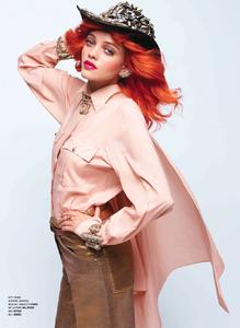 Lagerfeld_V_Magazine_Winter_2014_05.thumb.png.65b6879bb62b7bd42d30030ff397a625.png