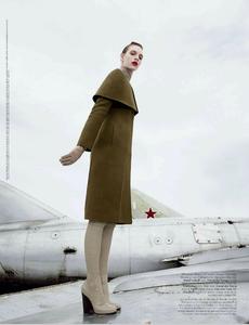 Summerton_W_Magazine_November_2013_08.thumb.png.ecaffe9a3bac17f22b5e493554492d41.png