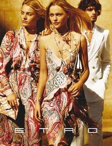 Testino_Etro_Spring_Summer_2015_01.thumb.png.ae4735870aa7c76719607f22f5b25de6.png