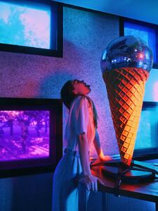 disco-ice-cream.thumb.jpg.4c69d421afbebfea613124d684c45368.jpg