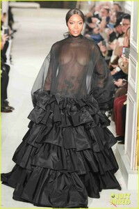naomi-campbell-sheer-gown-valentino-show-01.jpg