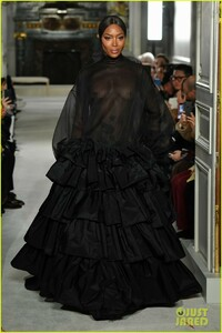 naomi-campbell-sheer-gown-valentino-show-03.jpg